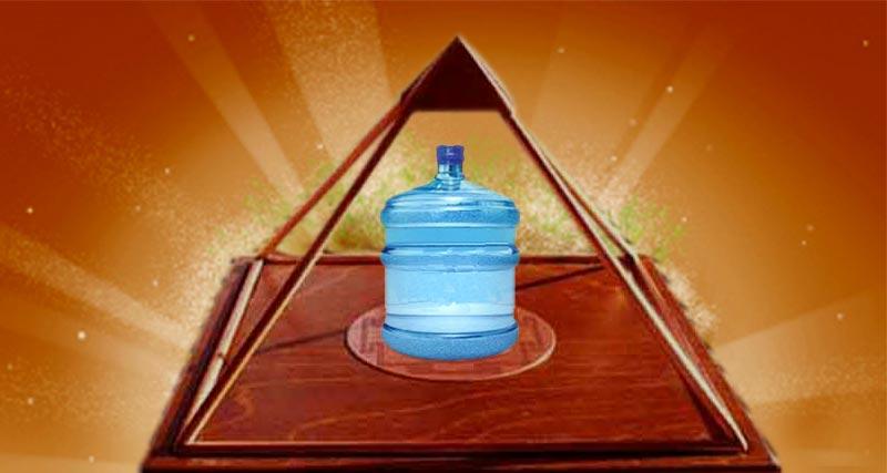 पिरामिड में रखा पानी औषधीय हो जाता है।